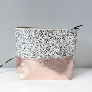 Annet Weelink pebbles make up bag